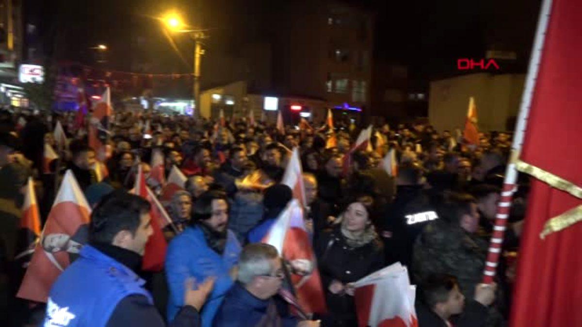 Balıkesir edremit'te 'bayrağa saygı' yürüyüşü düzenlendi