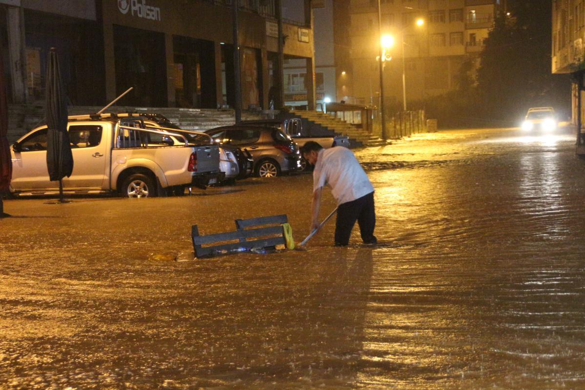 Karadeniz'deki iki ilimiz Ordu ve Rize'den peş peşe kötü haberler! Sağanak yağış sele neden oldu